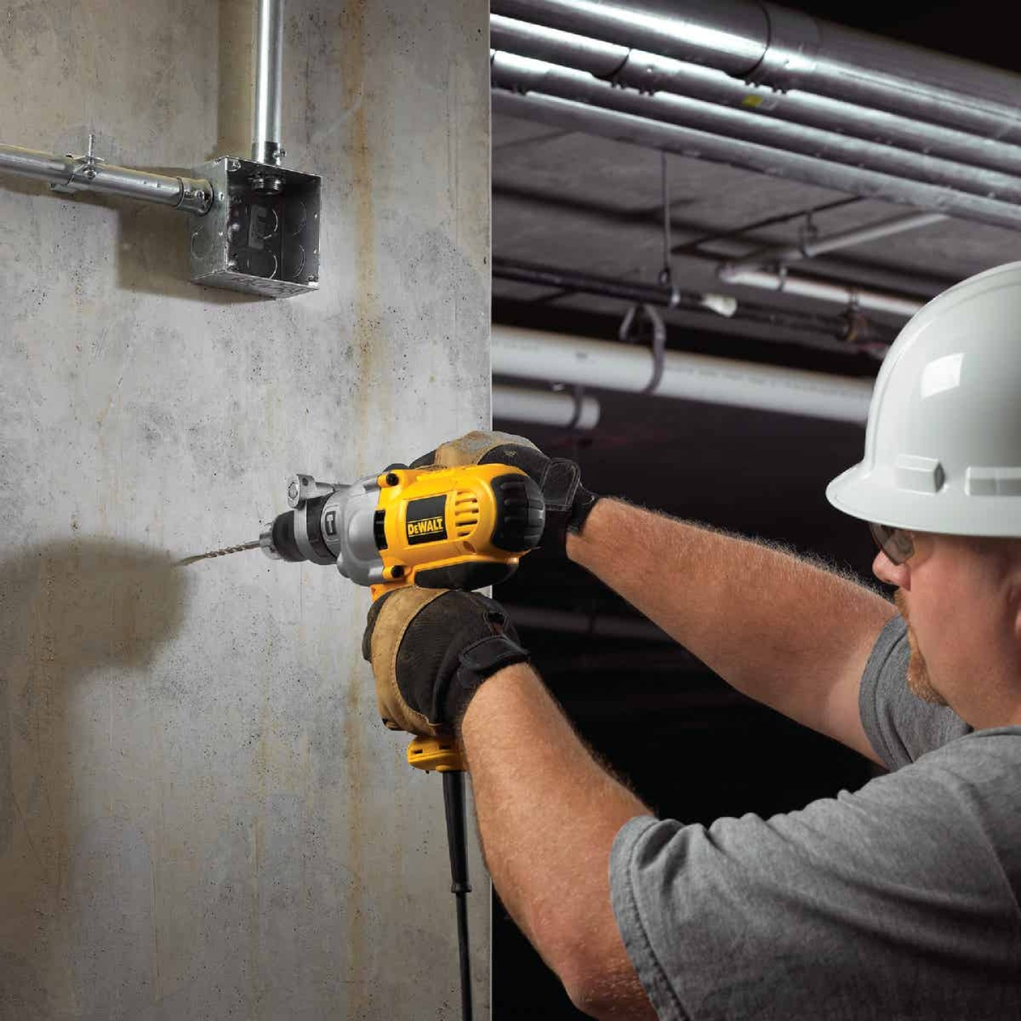 DeWalt 1/2 In. Keyed 10.0-Amp VSR Mid-Handle Grip Electric Hammer Drill Image 2